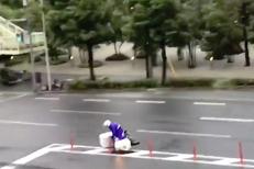 FĂRĂ ŞANSĂ: Băiatul care livra pizza s-a luptat cu taifunul Jebi. Cine este câştigătorul