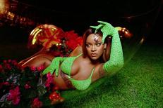 Rihanna DEMOLEAZĂ prejudecăţile din modă cu o colecţie de lenjerie intimă. DOUĂ GRAVIDE au defilat pe podium