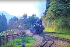 IMAGINI DE VIS cu linia ferată din Munţii Alishan. Are peste 70 de kilometri şi a fost lansată în urmă cu 106 ani
