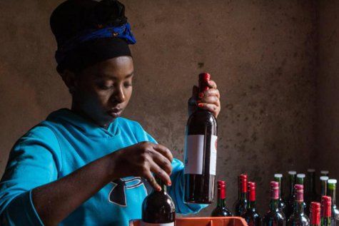 Vinul din SFECLĂ ROŞIE, un nou trend în rândul pasionaţilor de băuturi deosebite. Rwanda a dat tonul, germanii sunt încântaţi