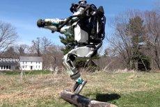 Roboţii au învăţat PARKOUR: Atlas îţi arată abilităţile sale de alergare şi depăşire a unor obstacole