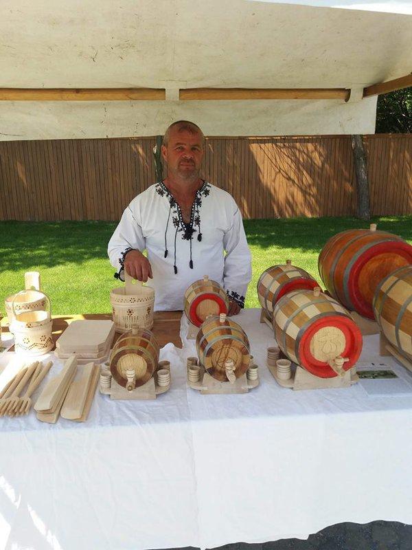 Prelucrarea lemnului, meşteşug învăţat din tată în fiu, pe cale de dispariţie în Apuseni