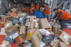 HAOS după Black Friday-ul chinezesc. Cum arată DEPOZITELE celui mai mare retailer chinez