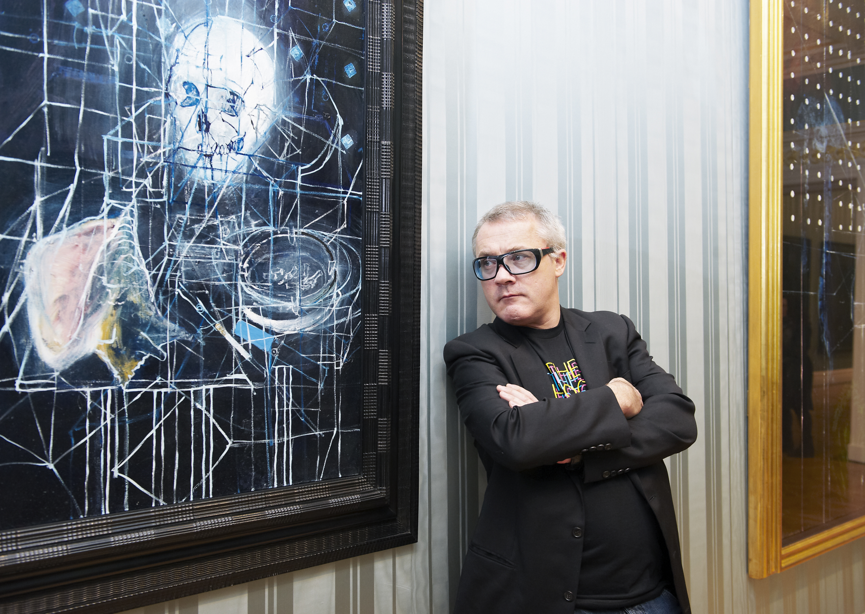 Damien Hirst stârneşte controverse cu sculpturi uriaşe în formă de uter