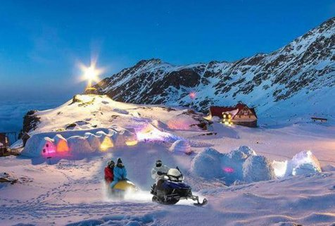 Românii spun PAS, iar străinii PROFITĂ. Hotelul de Gheaţă de la Bâlea, ocupat de AMERICANI şi ENGLEZI, de Crăciun