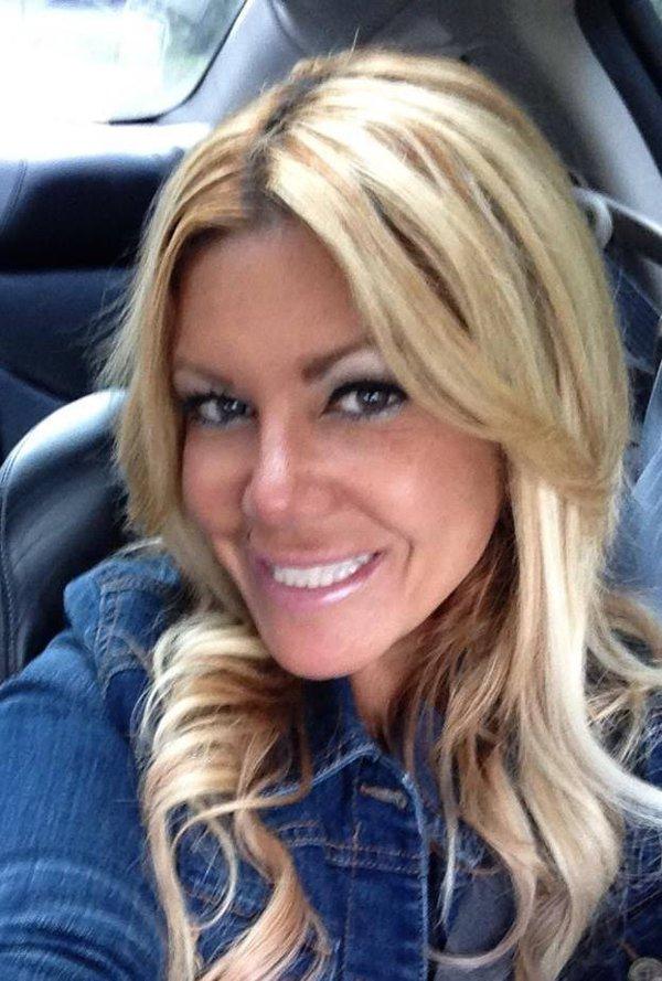 O femeie a furat peste 1 milion de dolari de la BMW pentru a-şi cumpăra un Ford Mustang şi bilete de avion
