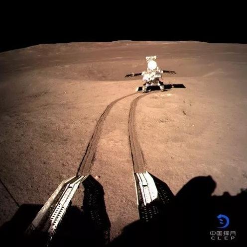 Primele imagini panoramice de pe partea nevăzută a Lunii. Foto: Agenţia Naţională Spaţială a Chinei