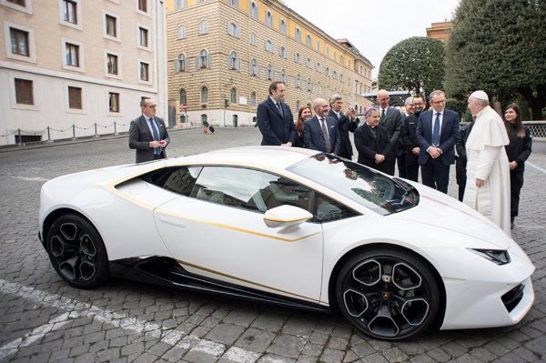 Vrei să câştigi LAMBORGHINI-ul binecuvântat de Papa Francisc cu o donaţie de 10 DOLARI