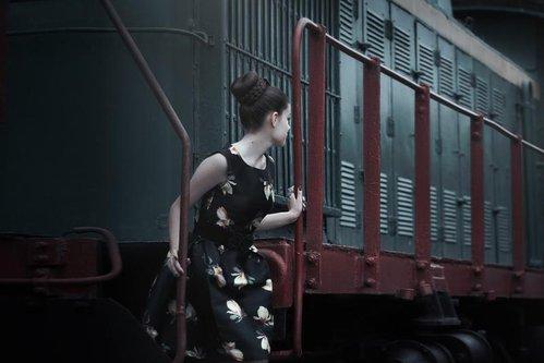 """O adolescentă a fost prinsă fără bilet în tren. Un bărbat însoţit de fiica lui de trei ani s-a oferit să o ajute, în schimbul unei """"întâlniri"""" la toaletă"""