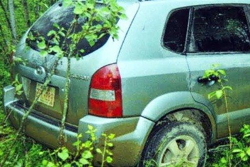 Doi adolescenţi au descoperit un SUV abandonat în pădure. Au observat un detaliu aparent minor pe un scaun şi şi-au dat seama că ceva grav s-a întâmplat - VIDEO