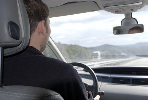 Şofer amendat că a circulat cu 696 km/h. Deşi pare o glumă, poliţiştii i-au trimis procesul verbal acasă