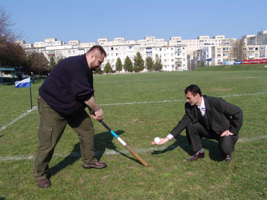 Oina - sportul nostru tradiţional, pe banca de rezerve