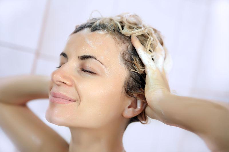 Şamponul antimătreaţă pe care îl găsiţi doar în farmacii