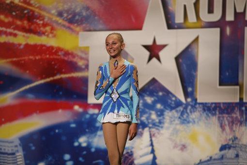 ROMÂNII AU TALENT. Adolescenţii minune – Ioana, uluitoarea contorsionistă, Cosmin, puştiul care face beatbox, şi Adrian – tânărul care cântă despre mândria de a fi român
