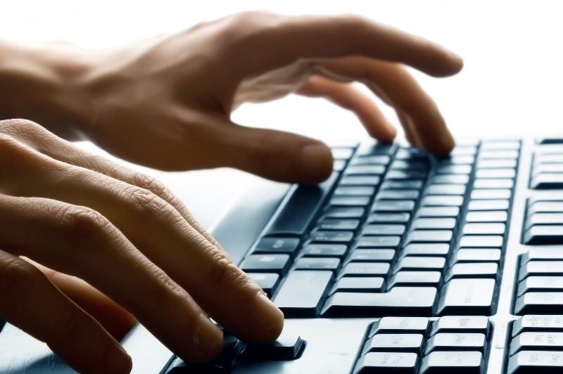Un senator american vrea să schimbe legea care le permite autorităţilor să citească mailurile cetăţenilor