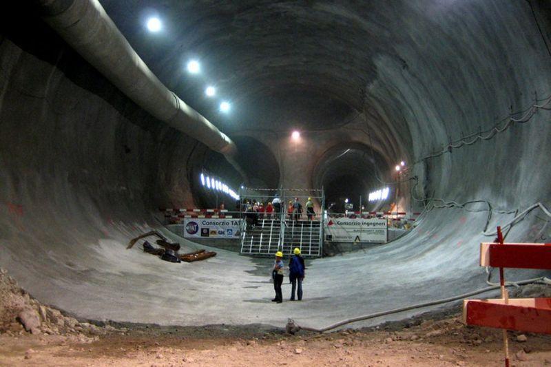 Culmea infrastructurii. Cele mai impresionante poduri, căi ferate, tuneluri şi aeroporturi din lume - Galerie foto