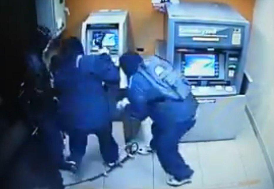 Cum se sparge un bancomat într-un minut VIDEO