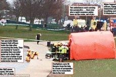 O imagine ruşinoasă pentru Marea Britanie. 25 de pompieri şi poliţişti stau şi privesc în timp ce un bărbat nevinovat moare înecat