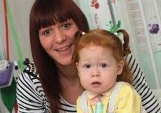 O fetiţă curajoasă. I-au implantat o bară de titan în cutia toracică pentru a-i salva viaţa