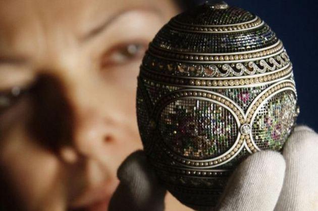 Bijuteria Google: Peter Carl Faberge. Un OU FABERGÉ încrustat cu diamante şi rubine, vedeta unei expoziţii în Scoţia