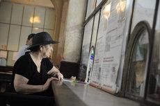 A visszaéléstől való félelmükben a román polgárok 77%-a inkább a szolgáltatók pénztárainál fizeti ki számláit, ahelyett hogy kihasználná az elektronikus fizetési lehetőségeket