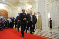 EXCLUZÍV: Băsescu azt kérte a PDL megyei vezetőitől, győzzék meg a honatyákat,szakértő kormányfő kell