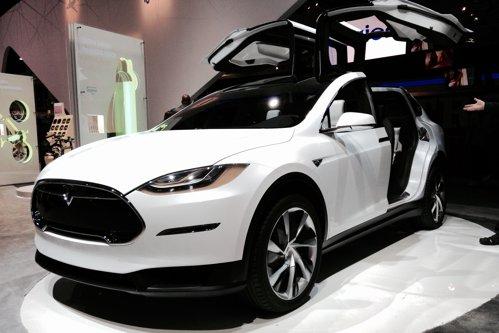 Cum vrea Tesla să cucerească piaţa auto. Ce tehnologii inovative va folosi