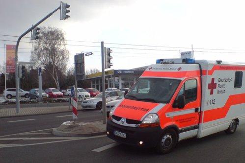 Cum reacţionează şoferii germani, la trecerea unei ambulanţe - VIDEO