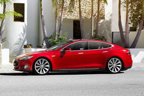 Probleme grave pentru maşinile Tesla: ce au putut face chinezii cu un simplu laptop