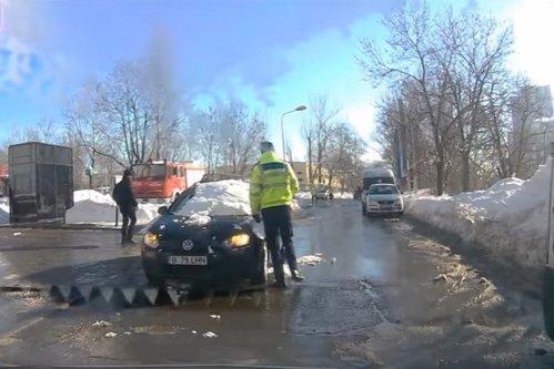 Ce a păţit un şofer care circula cu maşina nedeszăpezită prin Capitală. Gestul poliţistului care l-a oprit a fost total neaşteptat
