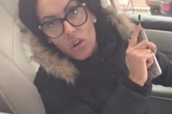 Această femeie a parcat ilegal în faţa sediului DNA. Când poliţistul i-a cerut să se legitimeze a avut parte de un răspuns şocant