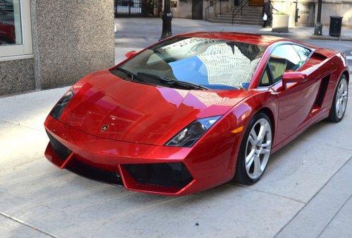 Au crezut că au dat lovitura vieţii lor când şi-au cumpărat un Lamborghini cu 40.000 de euro, dar, apoi, au fost chemaţi la poliţie