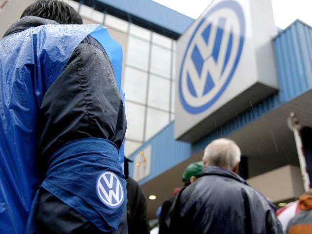 Agenţiile pentru protecţia consumatorilor din UE se coalizează împotriva Volkswagen. Ce le reproşează guvernelor naţionale