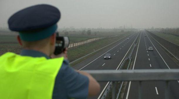 Viteza cu care a fost prins un şofer pe A1 i-a uimit pe poliţişti