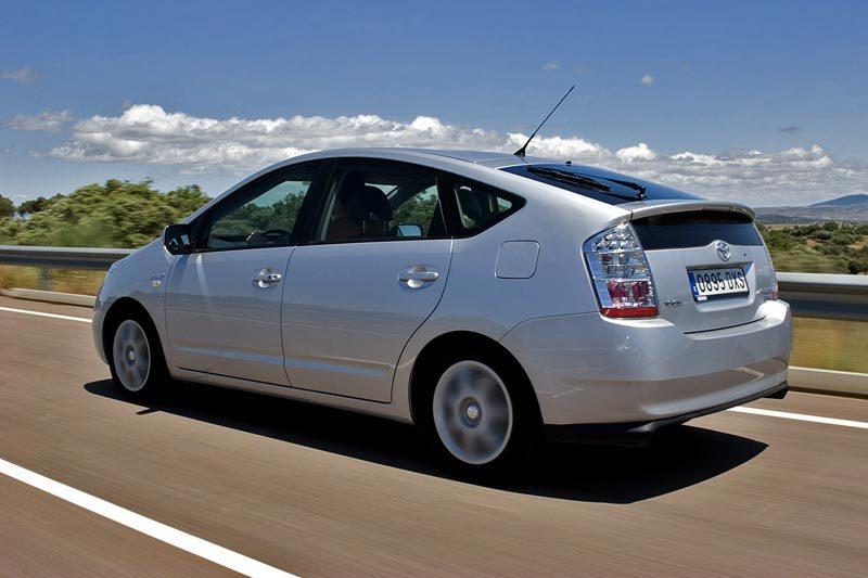 Toyota recheamă aproape 3 milioane de maşini la nivel global, din cauza unei probleme comune