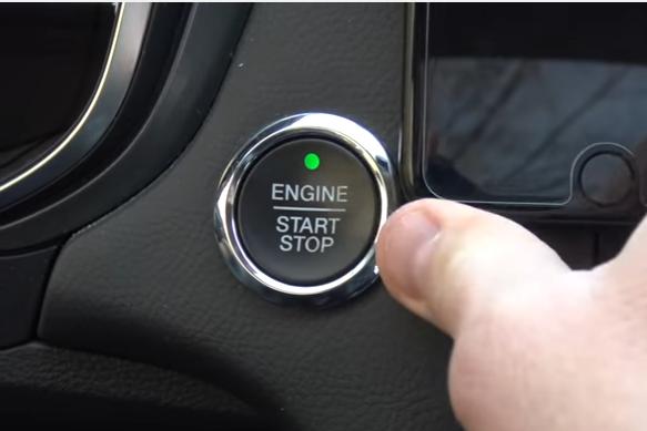 Experiment unic. Ce se întâmplă dacă apeşi din greşeală butonul de oprire a motorului în timp ce conduci