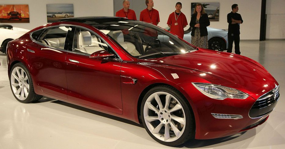 Premieră: Tesla a depăşit Ford la bursă, marcând interesul crescut pentru maşini electrice