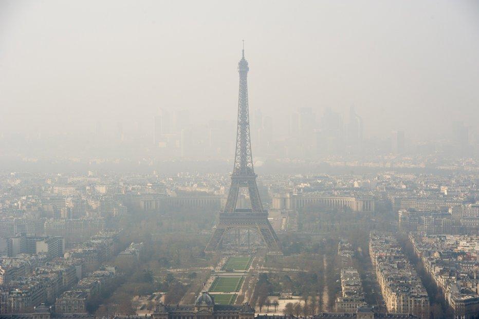 Un nou scandal loveşte industria auto din Europa:  Comisia Europeană ştia de 10 ani că emisiile maşinilor diesel depăşeau normele