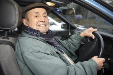 Câţi ani are cel mai bătrân sofer din lume