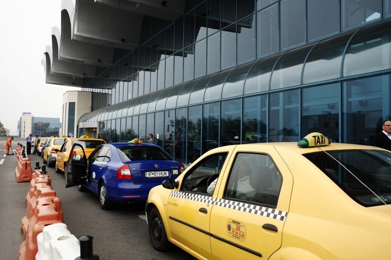 Taximetriştii din zona aeroporturilor, verificaţi de poliţişti