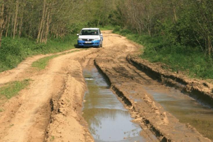 România: 0 km de autostradă anul trecut, 10.000 de km de drumuri de pământ