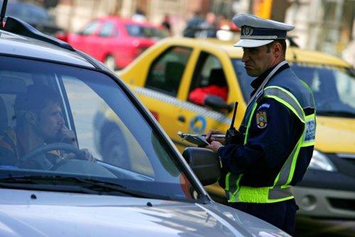 Băncile şi dealerii ar putea încheia poliţe RCA şi CASCO