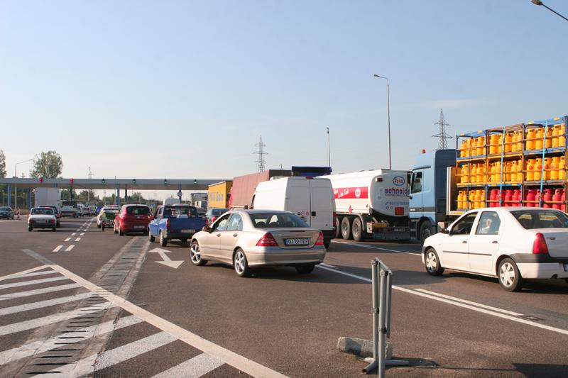 Anunţ important pentru şoferii care au nevoie de rovinietă şi taxă de pod miercuri dimineaţa