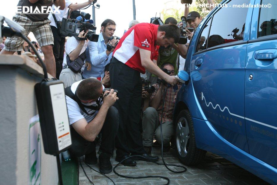 Când va avea România sute de staţii de reîncărcare pentru maşini electrice. Legea este acum la Senat