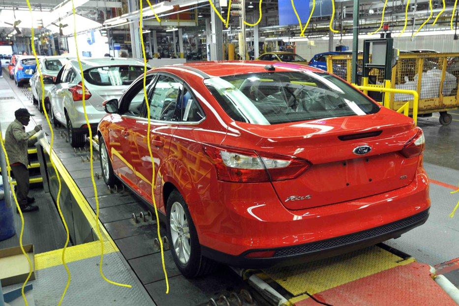 Ford, economie de un miliard de dolari după ce mută o fabrică în China