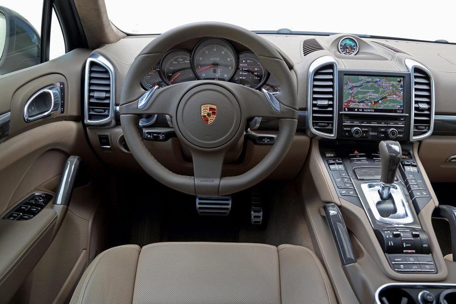 Zeci de mii de vehicule Porsche Cayenne, chemate în service. Autovehiculele de lux sunt dotate cu softul care manipulează emisiile poluante
