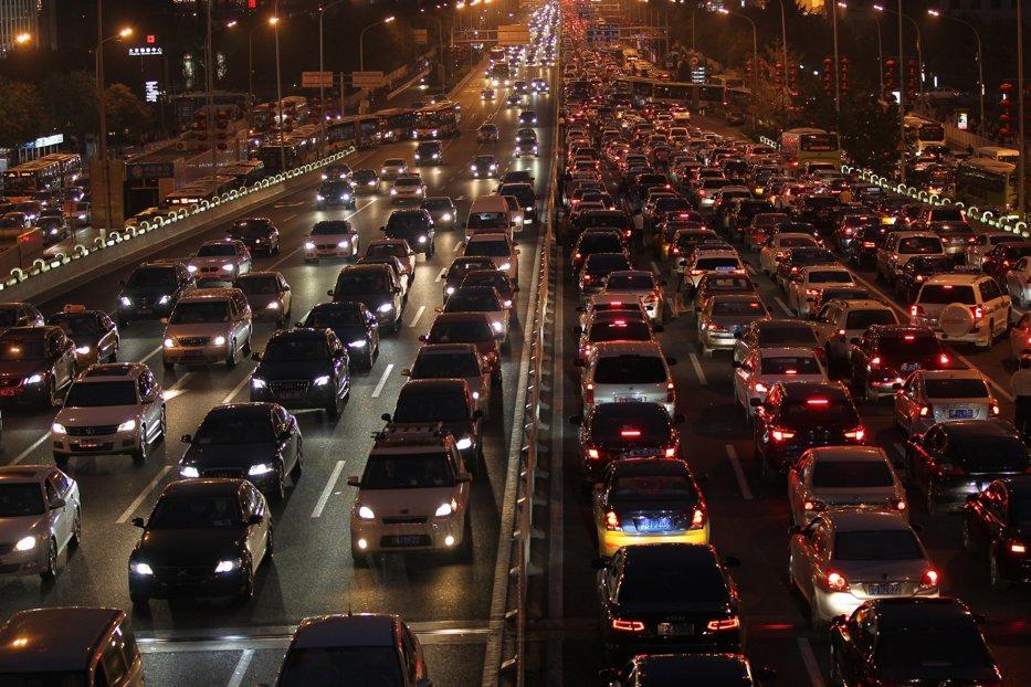Lovitură dură pentru producătorii de maşini pe benzină şi motorină: cea mai mare piaţă auto din lume se pregăteşte să le interzică