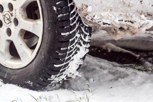 """Ce greşeală fac românii când trec la anvelopele de iarnă şi ce spun experţii: """"Nu e nicio afacere"""""""