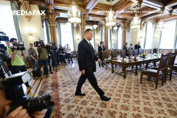 """Ce ar trebui să facă preşedintele Iohannis atunci când intră cu """"borfaşii"""" în aceeaşi cameră"""