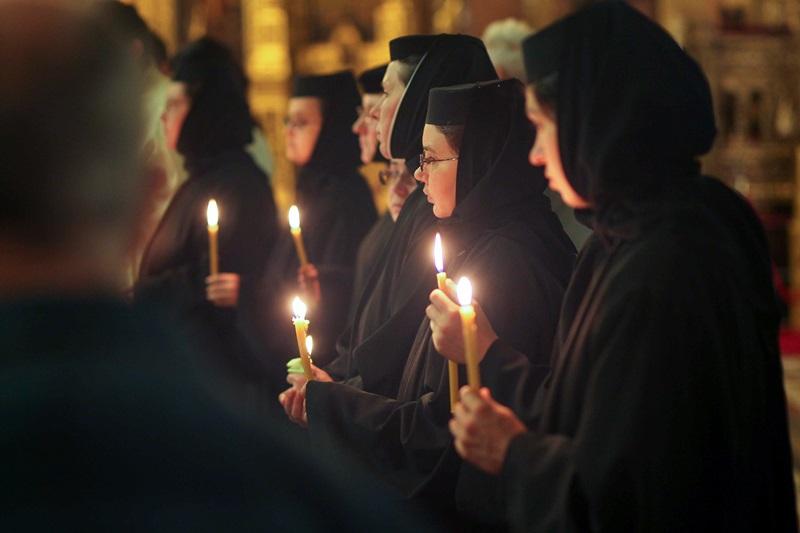 Maicutele de la o manastire din Neamt au refuzat cardurile de sanatate